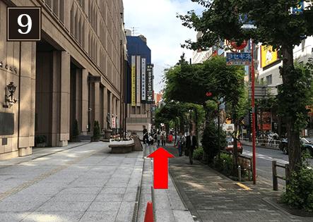 区役所通りを真っ直ぐ進めば左手にパセラ新宿本店があります。